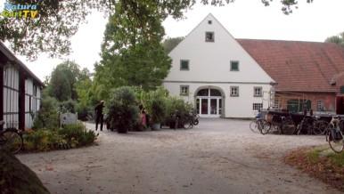 Bild vom Eingang zum NaturaGart Verwaltungsgebäude